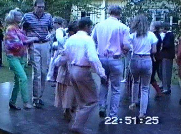 Tanssin pyörteissä.png