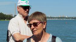 JKJarkko+Marja-Kimlahden-rannalla.jpg